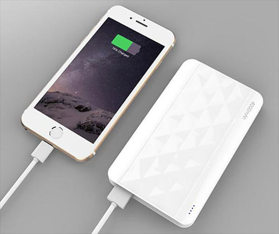 how to charge iphone without charger guide on how to charge an iphone without charger 2349